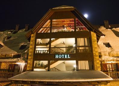 Fachada noche Hotel Chalet Bassibe Baqueira Vall d'Arán