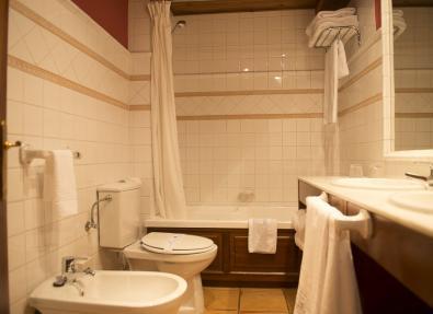 Baño habitación  Hotel Chalet Bassibe Baqueira Vall d'Arán