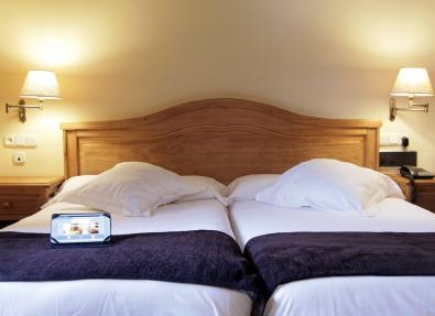 Habitación doble dos camas Hotel Chalet Bassibe Baqueira Vall d'Arán