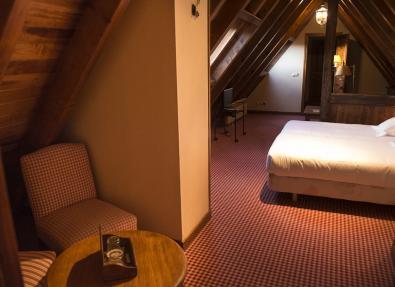 Habitación doble cama matrimonio Hotel Chalet Bassibe Baqueira Vall d'Arán