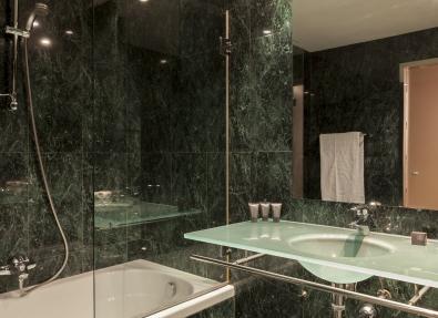 Baño habitación  Hotel Ciutat Lleida