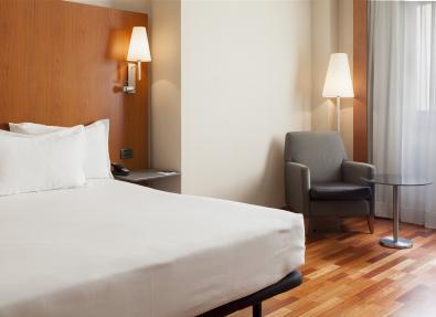 Habitación cama matrimonio Hotel Ciutat Lleida