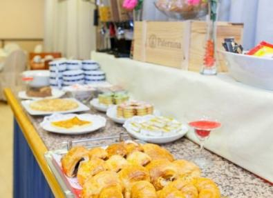 Desayuno buffet Hotel Los Bracos Logroño