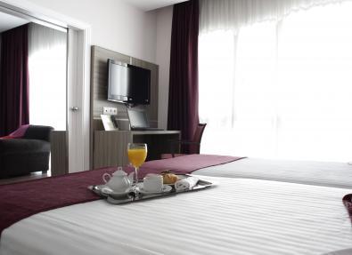 Habitación suite doble con tv Hotel AA Serrano Madrid