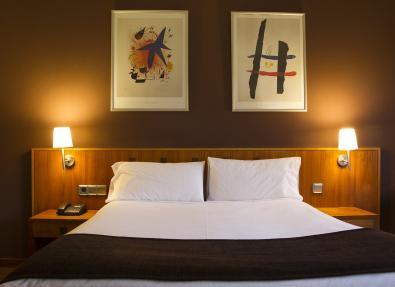 Habitación doble cama matrimonio Hotel Viladomat Barcelona